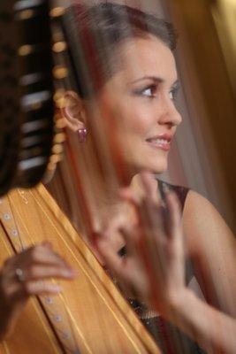 Надежда Сергеева вошла в тройку самых красивых женщин-музыкантов мира