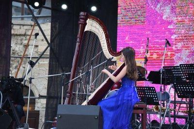 В Севастополе на Михайловской батарее праздничным концертом завершился фестиваль «Алые паруса»